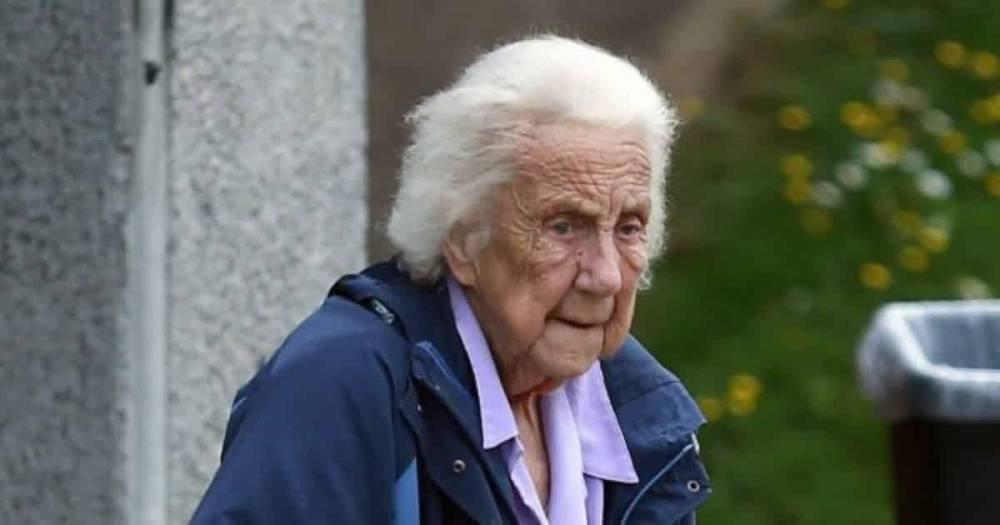 Пенсионерка позвонила в 999 потребовав, чтобы ей принесли молока, и так уже 166 раз