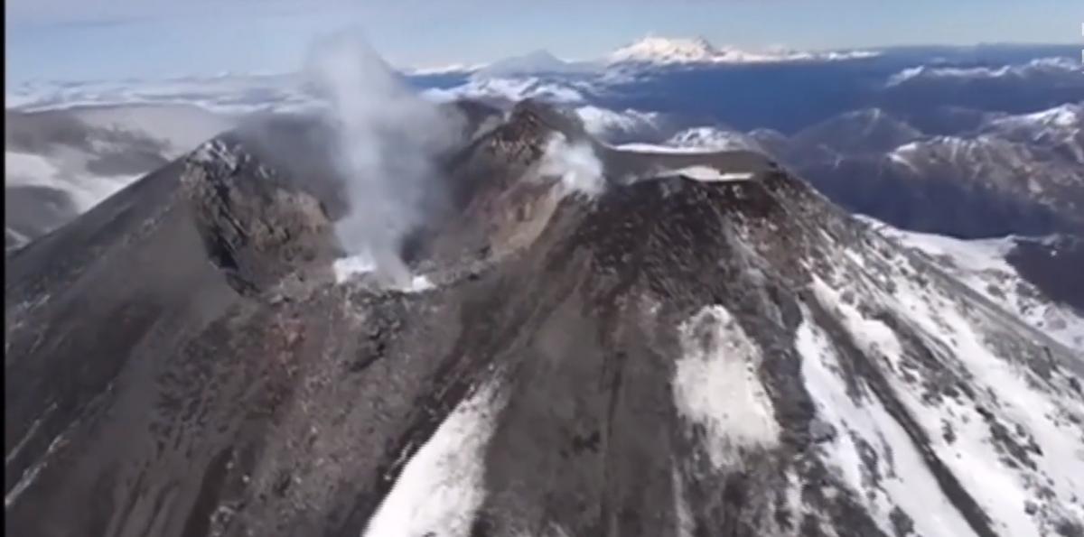 В Чили активизировался вулкан Невадос-де-Чильян