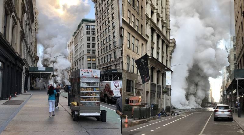 На месте взрыва трубы в Манхэттене обнаружили асбест | Что нужно знать местным жителям