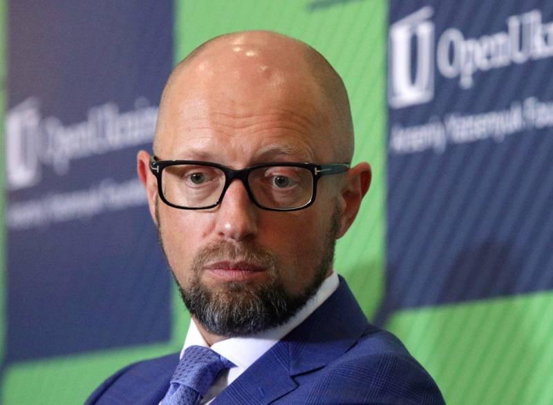 Яценюк призвал отвергнуть «хищнические» предложения Путина по Донбассу