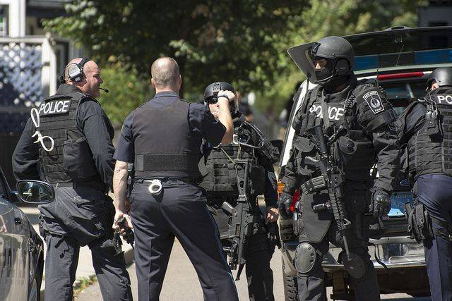 Забаррикадировавшийся в магазине в Лос-Анджелесе мужчина застрелил женщину