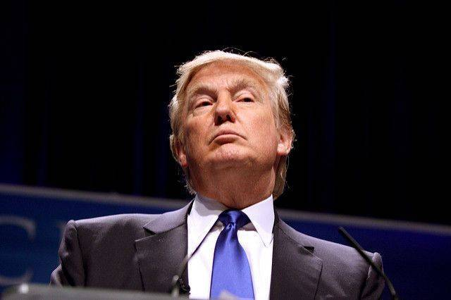 Трамп на инаугурации хотел поклясться на книге «Искусство сделки» — СМИ