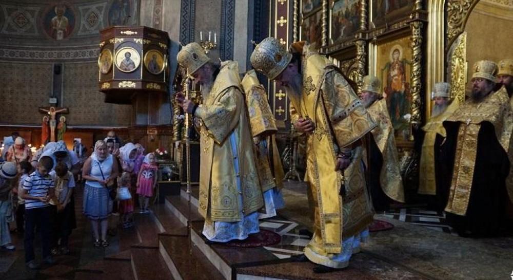 Митрополит Онуфрий помолился с буковинскими верующими в Кафедральном соборе Черновцов