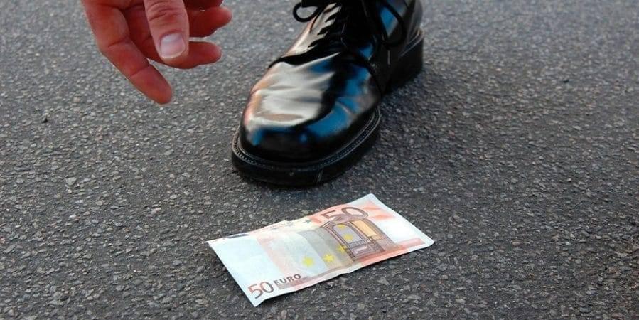 Можно ли оставлять у себя найденные деньги или ценности?