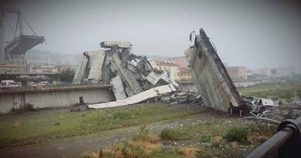 Автомобильный мост рухнул близ итальянской Генуи