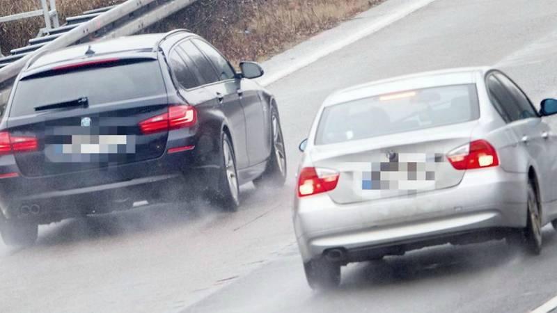 На дорогах Германии орудует группа цыган, выманивающих у водителей деньги