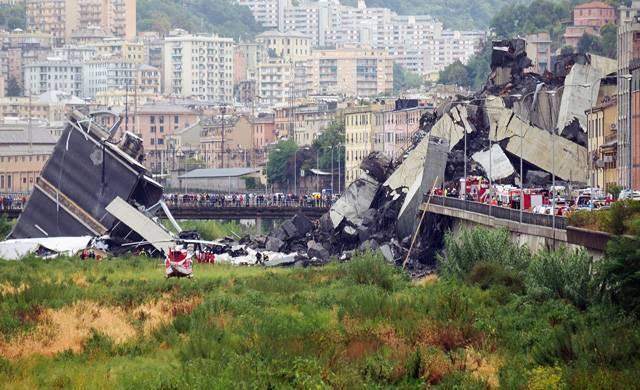 В Генуе обрушился автомобильный мост. Главное
