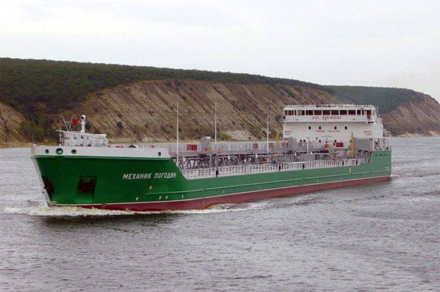 Зачем российские суда заходят в украинские порты?