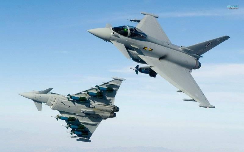 """Британия заявила о """"перехвате"""" шести российских Су-24 над Черным морем"""