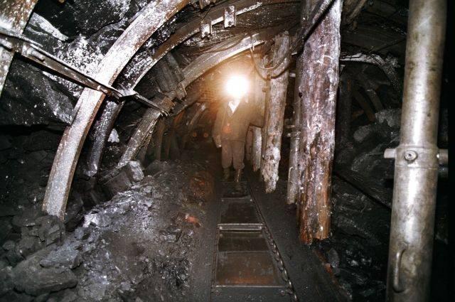 На шахте в Свердловской области произошло обрушение