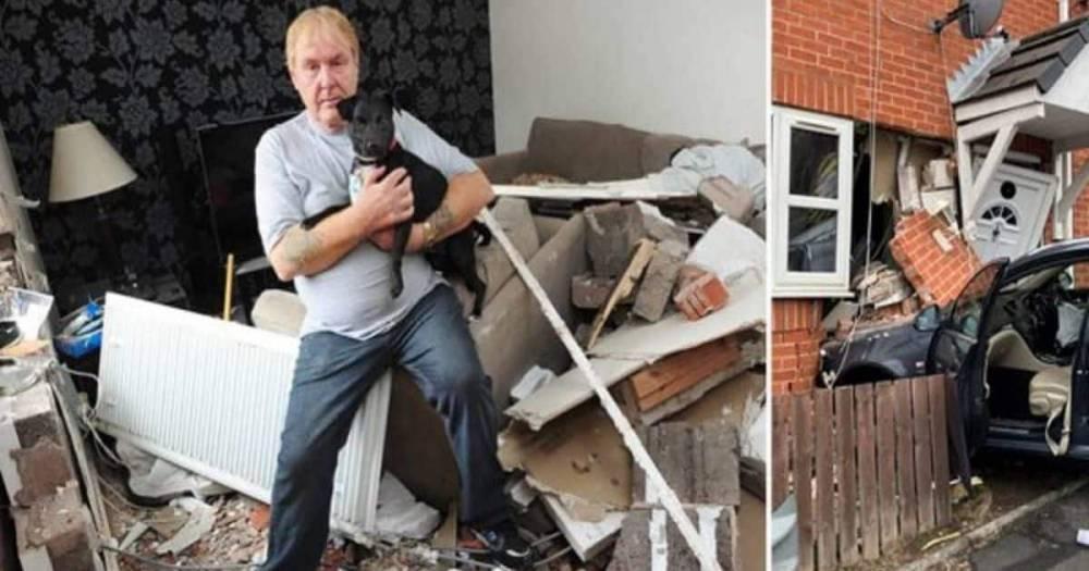 Я услышал взрыв и весь дом жутко затрясся – в Манчестере машина въехала в гостиную жилого дома
