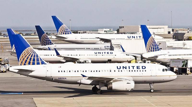 В одном из самых загруженных аэропортов США столкнулись 2 самолета