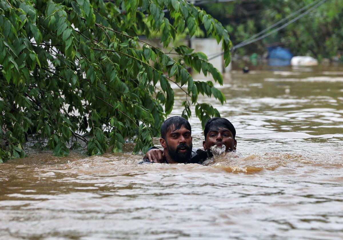 Жертвами худшего за последние 100 лет наводнения в Индии стали более 300 человек