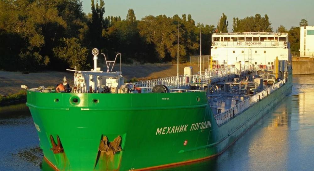 Российский танкер заблокирован в порту Херсона на три года - представитель президента