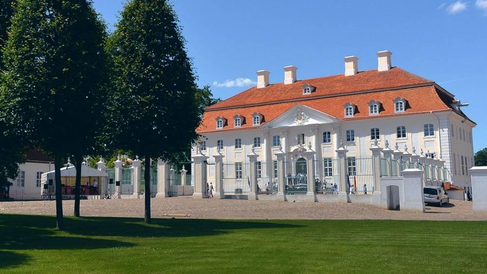 Путин прибыл на переговоры с Меркель в немецкий замок Мезеберг