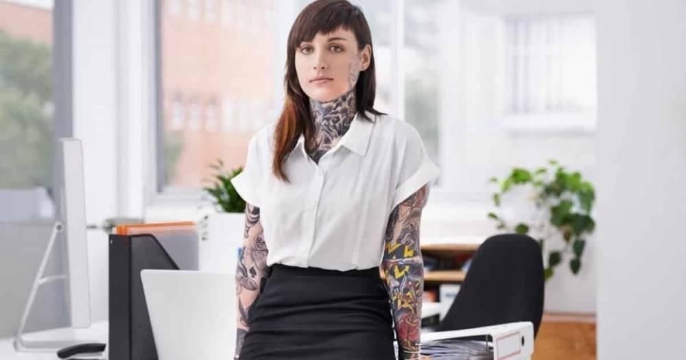 Теперь татуировки никак не влияют на шансы получить работу, а иногда даже способствуют этому