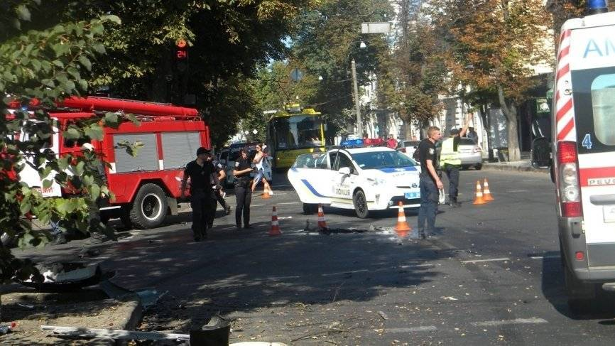 Автомобиль полиции Украины вылетел на тротуар в Сумах, есть пострадавшие