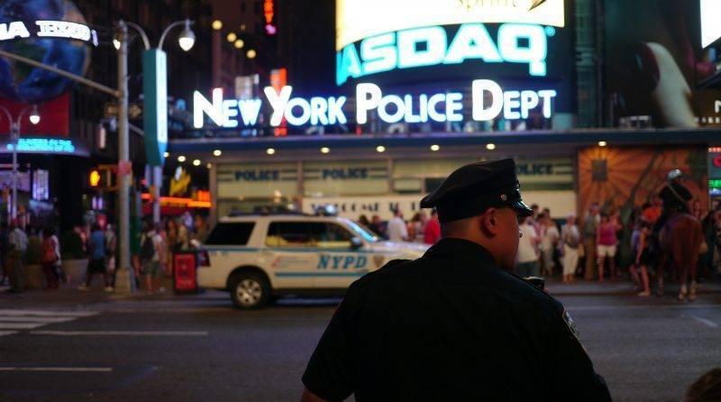 В Бруклине полицейский, находясь вне службы, выстрелил в мужчину на инвалидной коляске