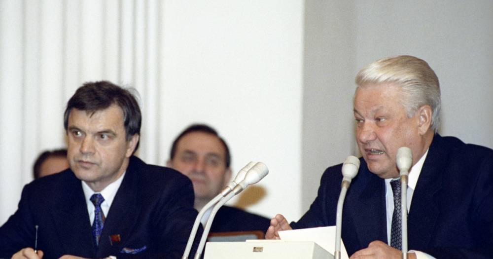 """""""А не то убьют"""". Хасбулатов подтвердил, что Ельцин звал бежать в Посольство США: фото и иллюстрации"""
