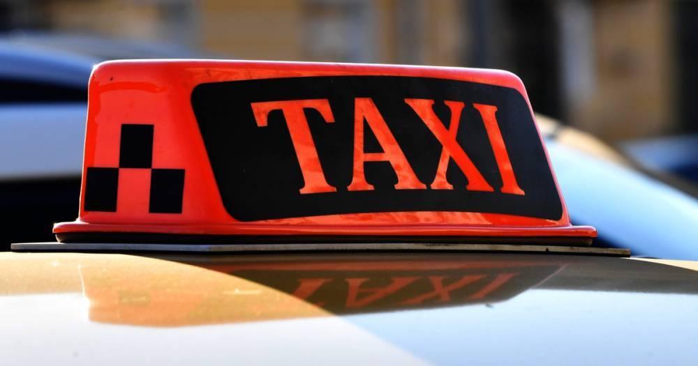 В Москве у таксиста отняли деньги и телефон