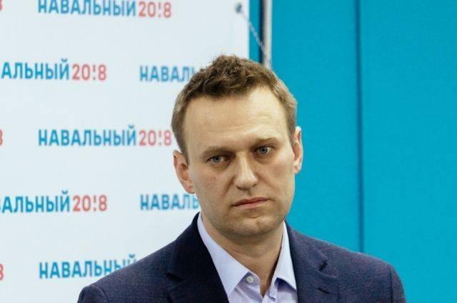 Почему Навальный так часто уезжает из России?