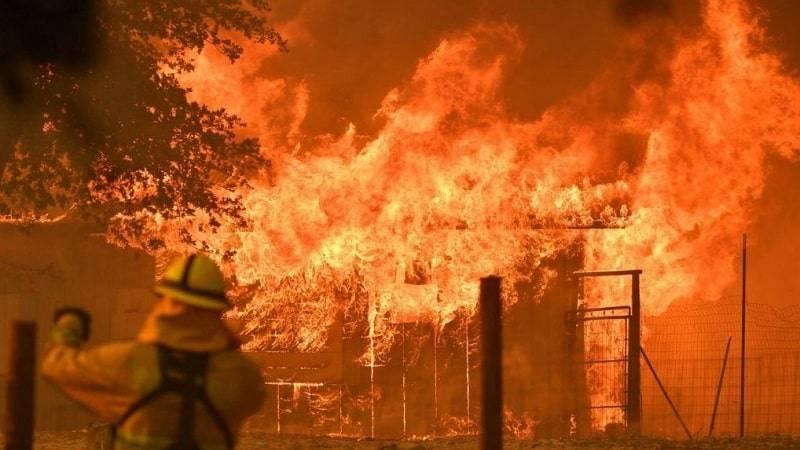Крупнейший в истории Калифорнии пожар «Мендосино» стремительно захватывает новые территории