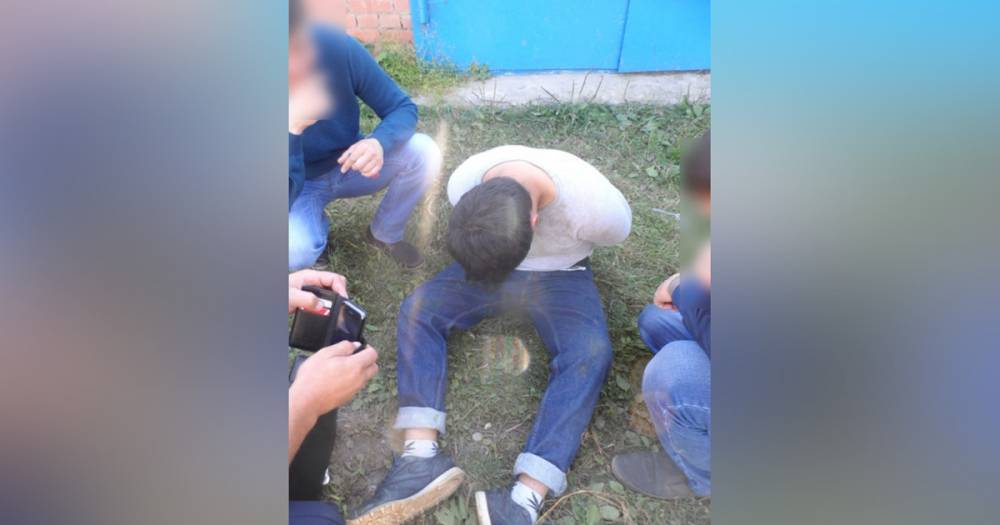 Поймал в момент закладки. В Башкирии наркодилер изрезал ножом полицейского