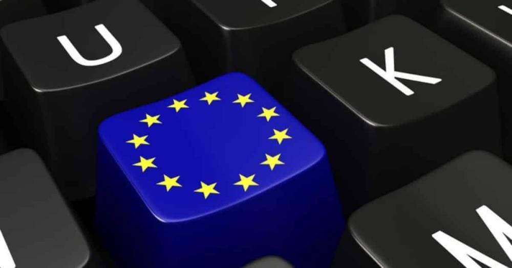 """ЕС утвердил скандальный закон об авторском праве, который может запретить мемы и """"уничтожить Интернет"""": фото и иллюстрации"""