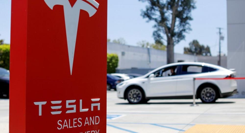 Автопилот Tesla перестал работать после неудачного обновления