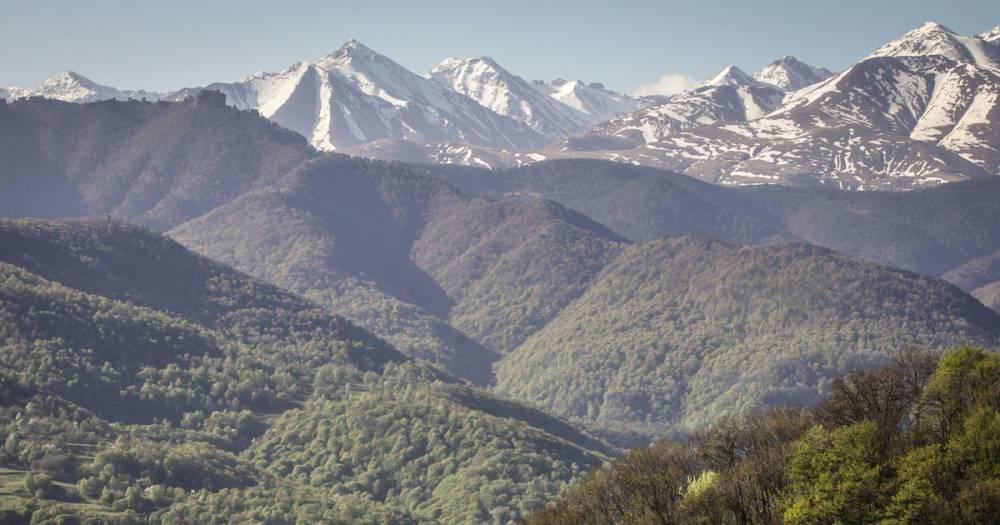 В горах Карачаево-Черкесии спасатели ищут туриста из Москвы