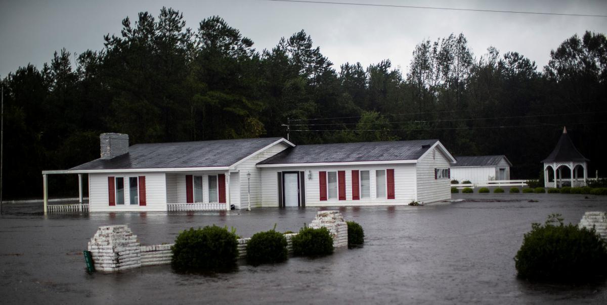 """Мощный тропический шторм """"Флоренс"""" в США унес жизни 13 человек"""