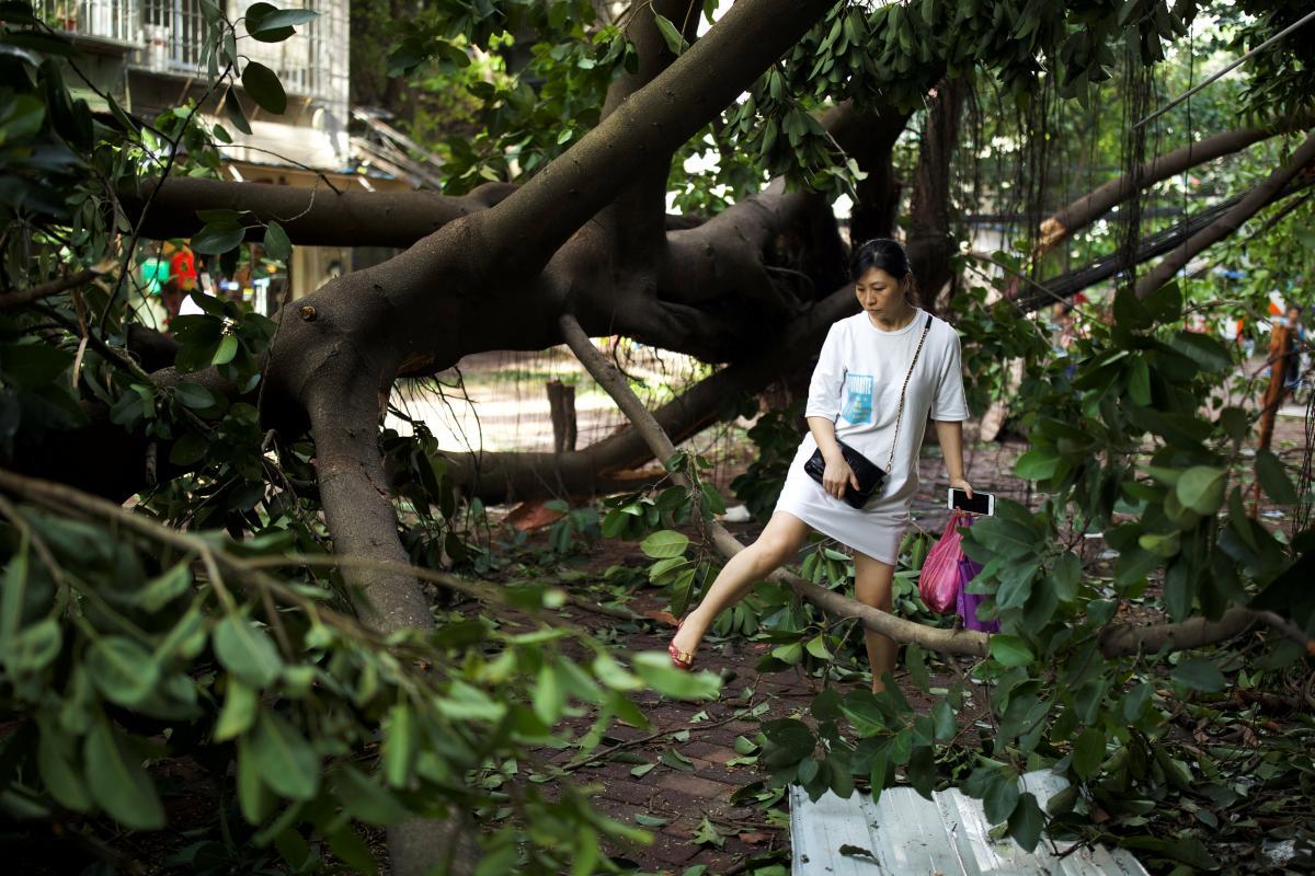 """Четыре человека погибли в результате тайфуна """"Мангхут"""" на юге Китая"""