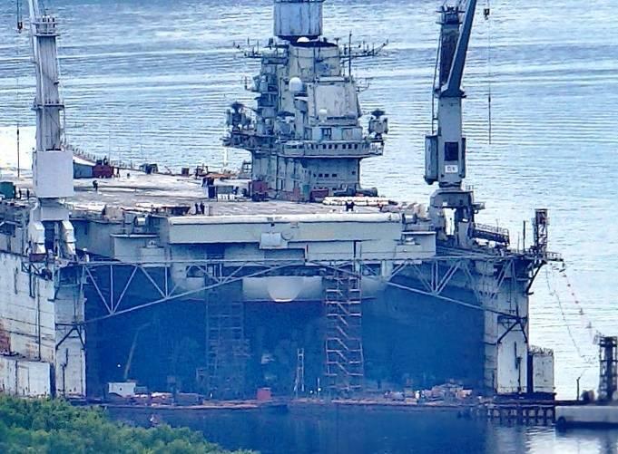 Авианесущий крейсер «Адмирал Кузнецов» заведён в плавучий док