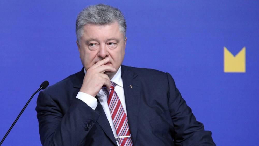 «Всего один самолет и тот походу не стреляет»: пользователи высмеяли Порошенко за презентацию «нового» оружия