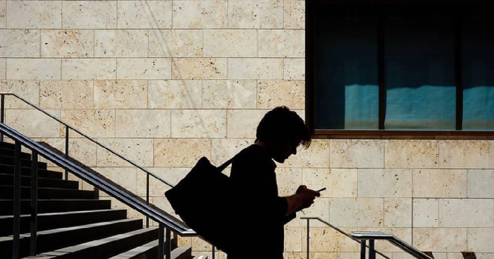 Операторы начали брать плату за СМС на сервисные номера банков