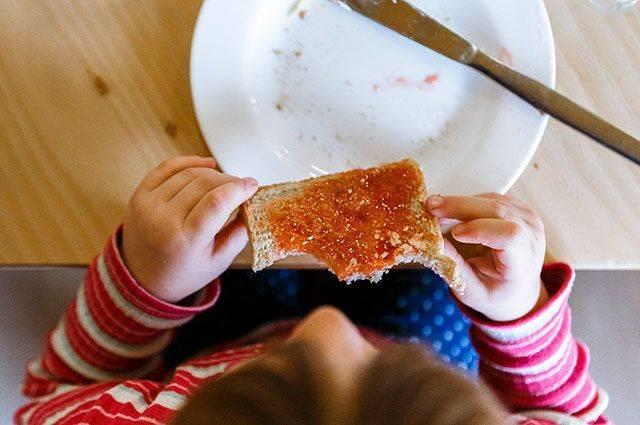 Стоит ли заставлять ребёнка полностью съедать свою порцию?: фото и иллюстрации