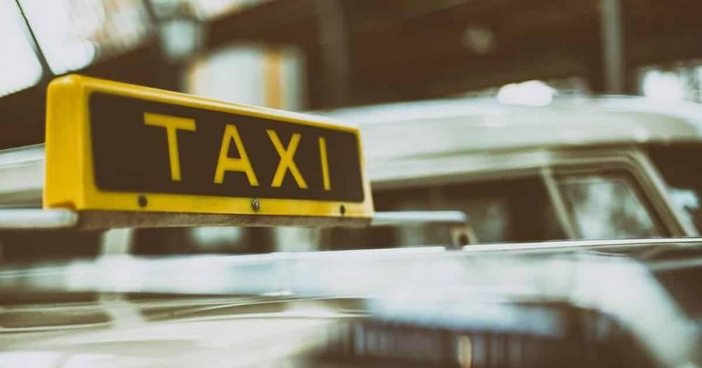 Таксистов могут заставить доказывать свой уровень английского, чтобы получить лицензию