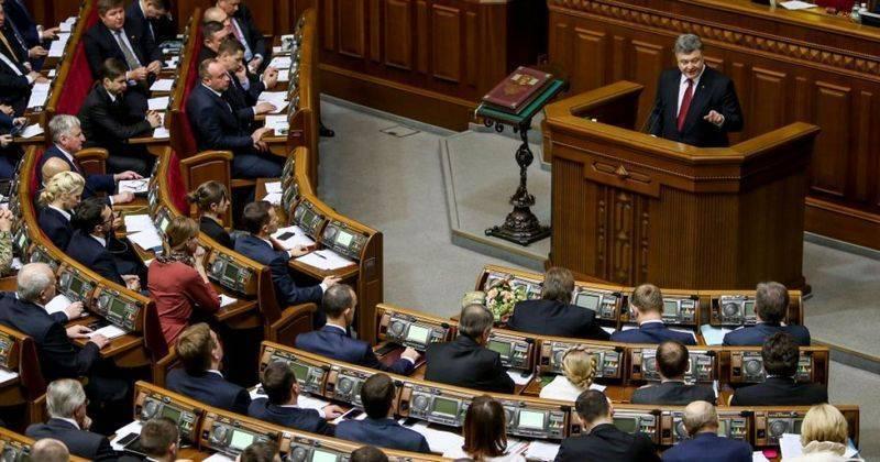 """Порошенко потребовал от Минобороны """"срочно"""" перейти на стандарты НАТО"""