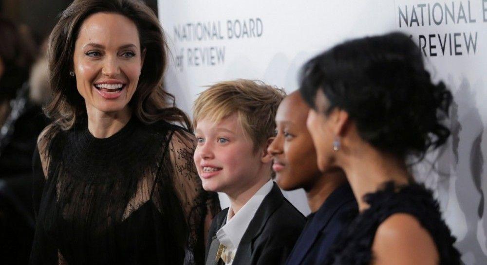 СМИ узнали о тайной встрече Анджелины Джоли и Брэда Питта - актриса сменила гнев на милость