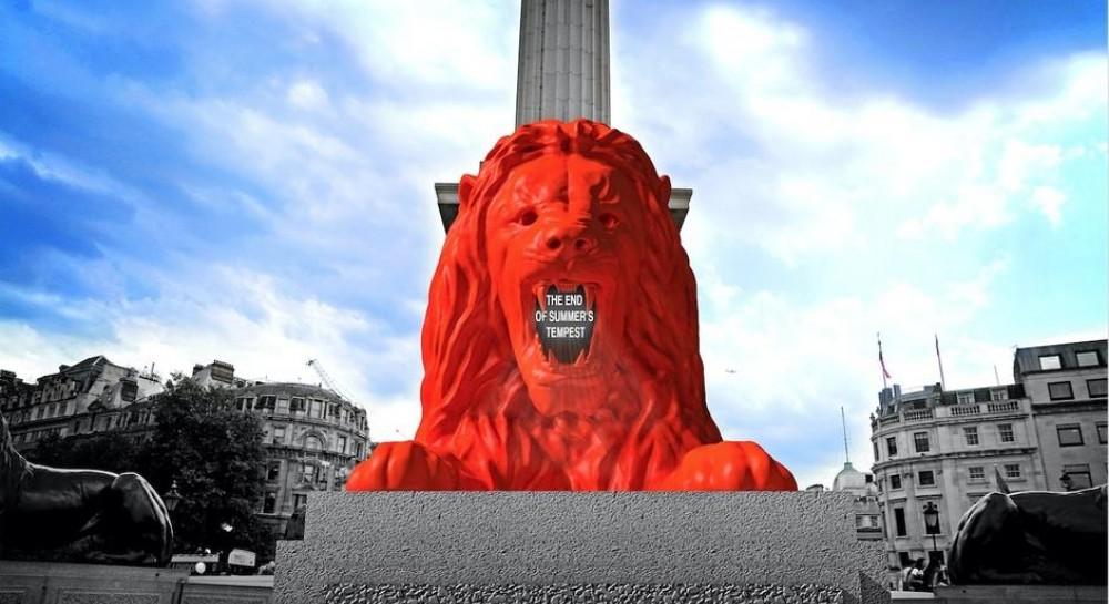 """В центре Лондона установили яркого """"умного"""" льва, зачитывающего стихи прохожим"""
