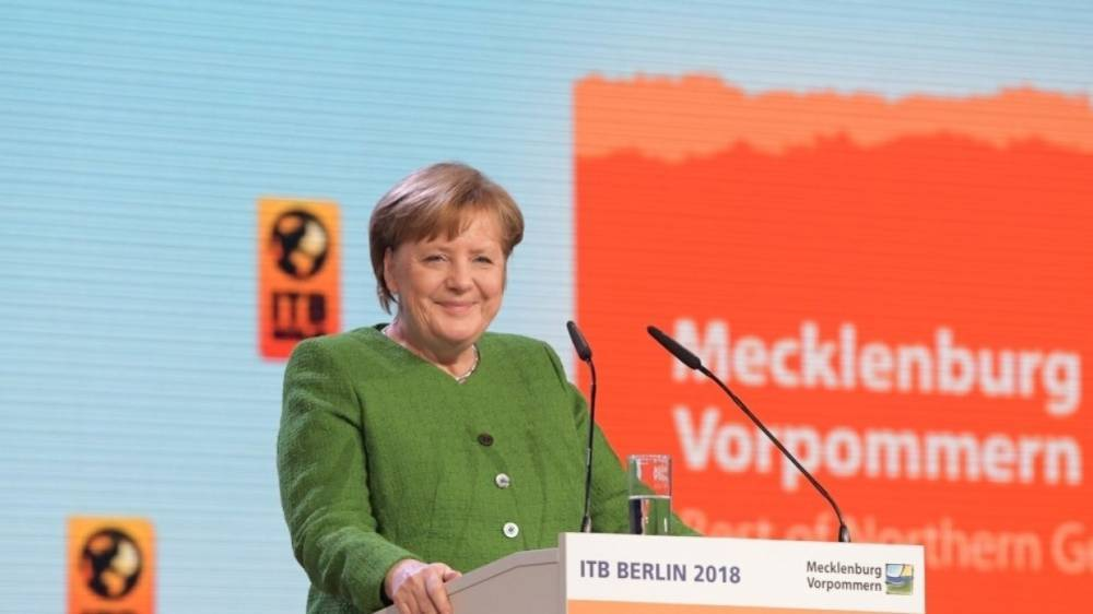 «Две ведьмы поссорились»: в России объяснили отказ Меркель пожать руку Мэй