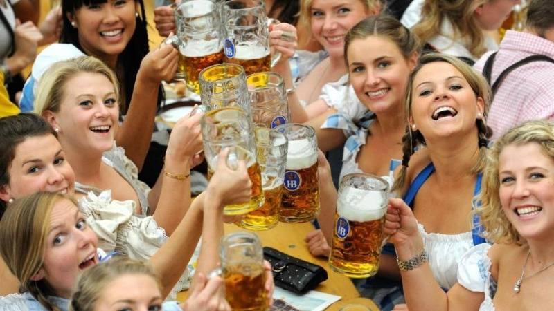 Кружка пива на Октоберфесте стоит дороже ящика из магазина