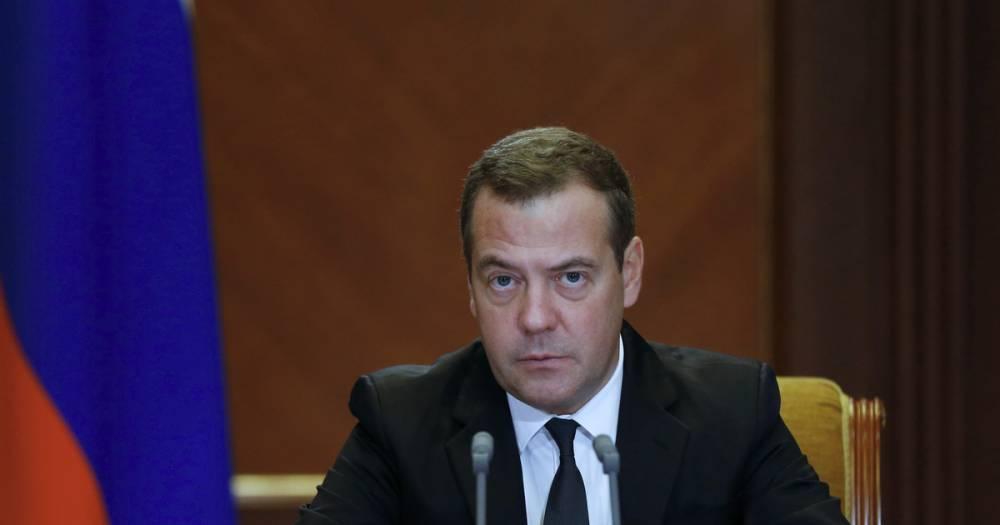 """""""Мягкая сила"""". Медведев рассказал о роли женщин в политике"""