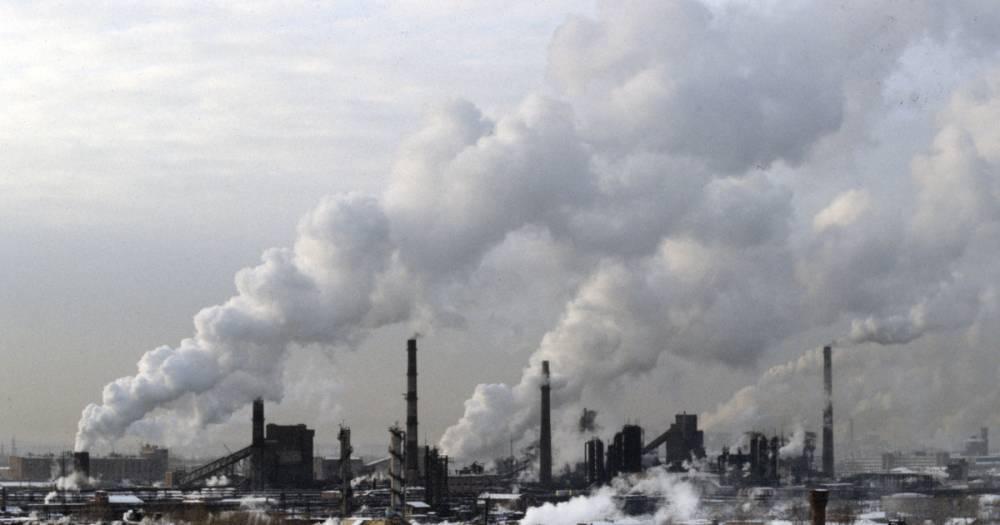 В Новокузнецке трое госпитализированы после выброса химикатов на заводе