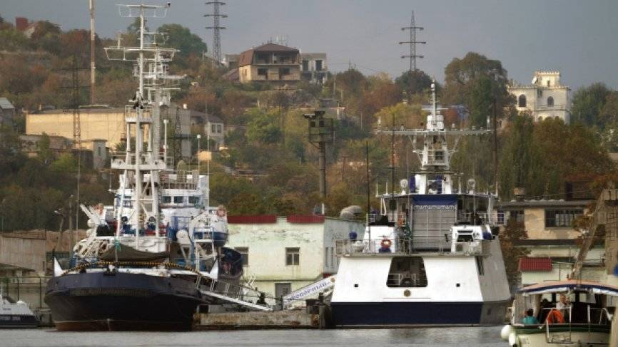 Корабли ВМС Украины вторглись в экономическую зону РФ вблизи берегов Крыма