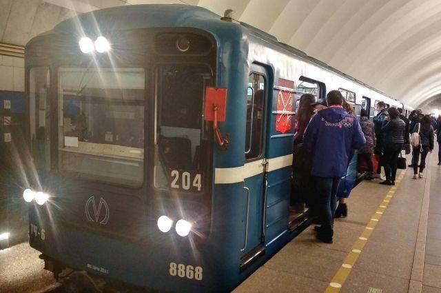 Девушка погибла под колесами поезда в московском метро