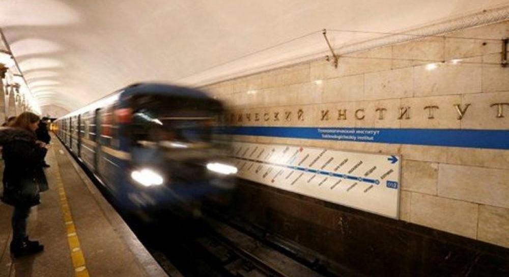 В Питере на станции метро женщина родила ребенка