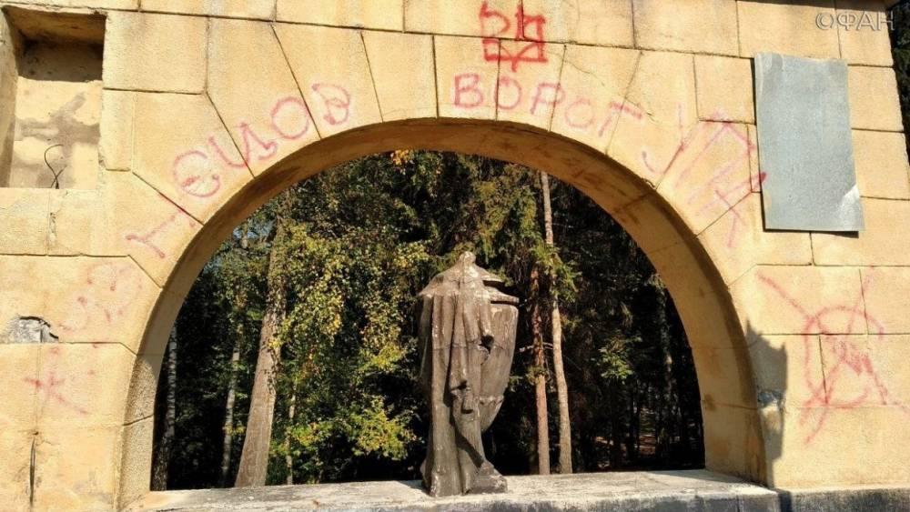 Осквернение памяти мертвых: власти Львова собираются уничтожить Холм Славы с могилами советских воинов