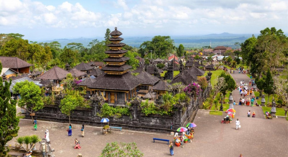 На Бали вводят новые правила посещения храмов