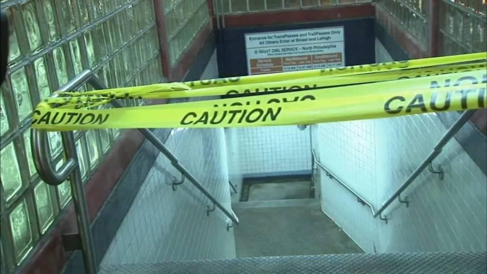 7-летний мальчик, продававший конфеты в метро, погиб при падении между вагонами